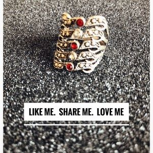 Silver Ring. Size:7